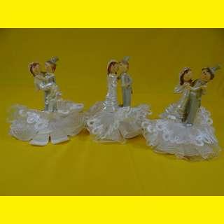 Tortenfigur Porzelanfigur  Hochzeit/ Brautpaar / Dekofigur Geburt Tortendeko