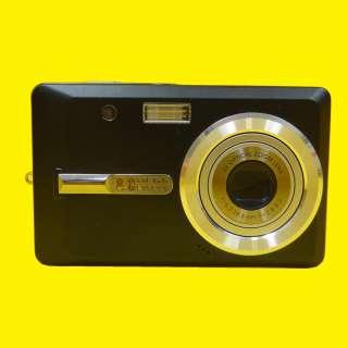 "Digitalkamera 8,0 Millionen Pixel / 2,5""Zoll Display/Gesichtserkennung/2x Li-Ion Akkus"